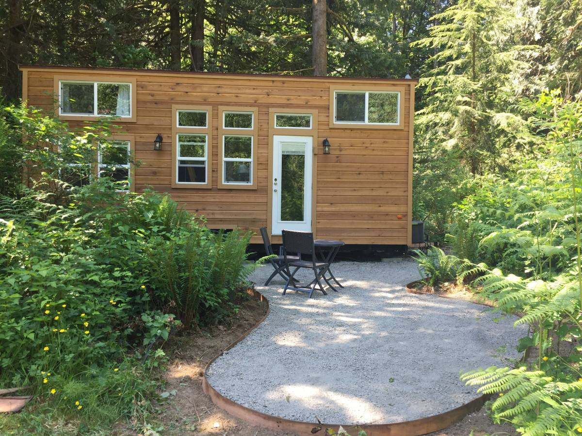 335 sq ft tiny house on wheels in seattle wa. Black Bedroom Furniture Sets. Home Design Ideas