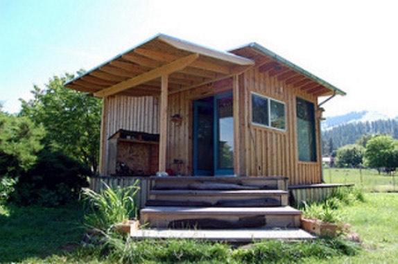 Couples Tiny Cabin 0016