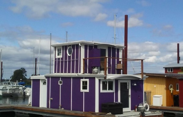 Floating Cottage For Sale in Portland 001