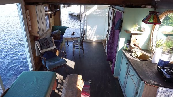 Floating Tiny Home in Wakefield 005