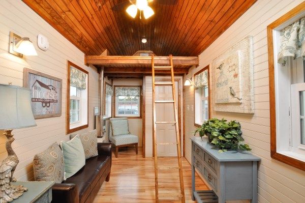harry-connick-jr-stays-in-the-pioneer-tiny-house-4