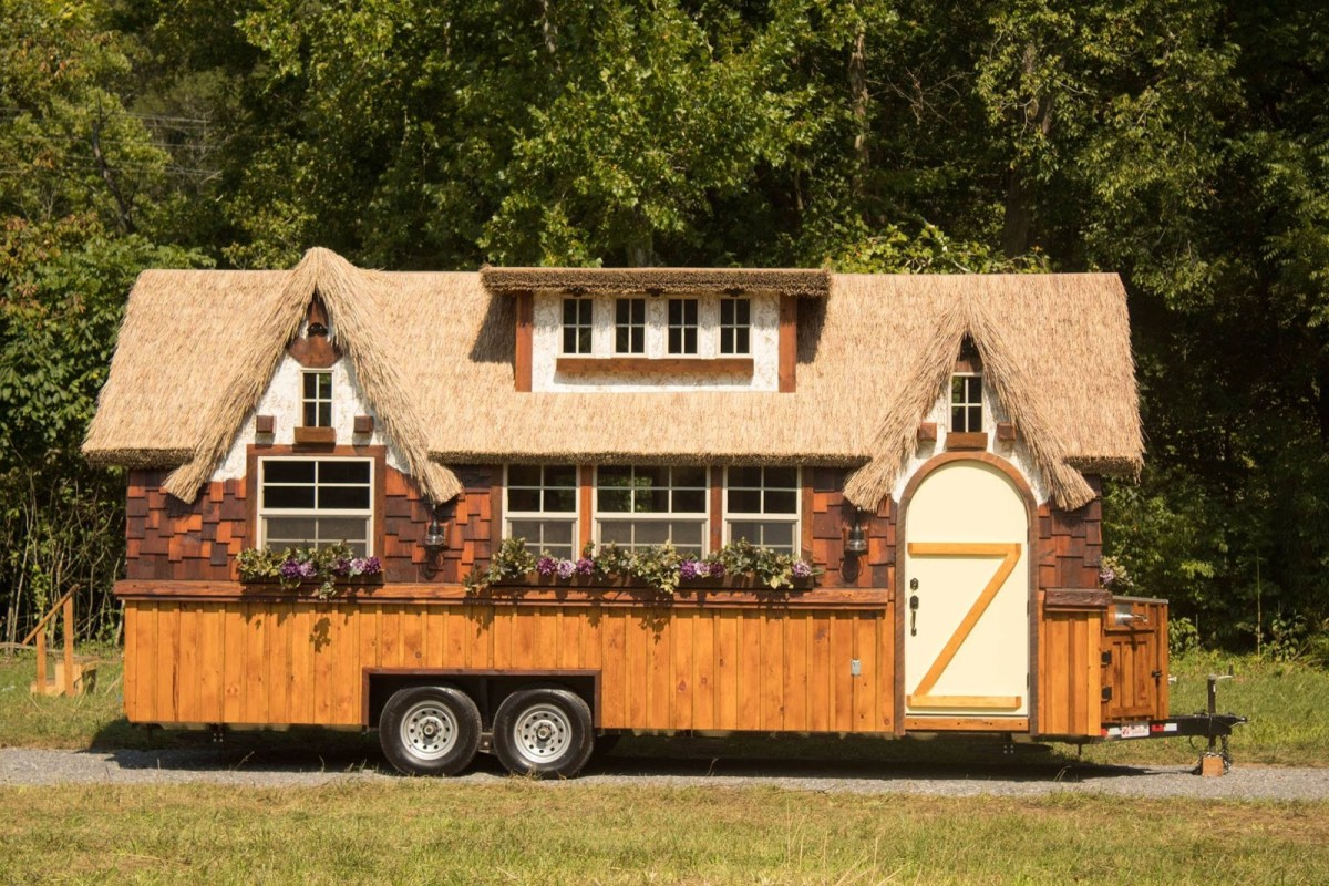 The highland tiny house on wheels 10ft width makes big difference - Small houses wheels home getaway ...