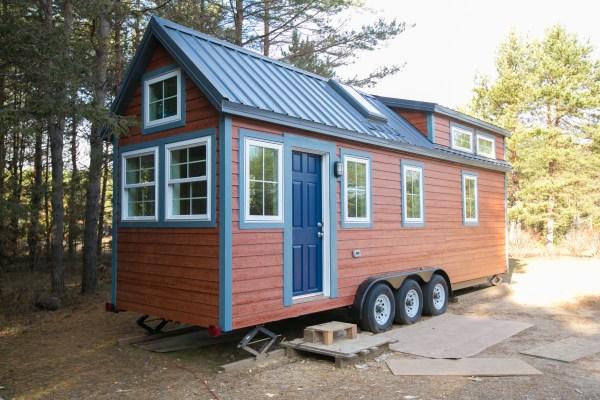 Hogan Tiny House Family 002