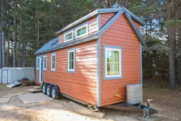 Hogan Tiny House Family 003