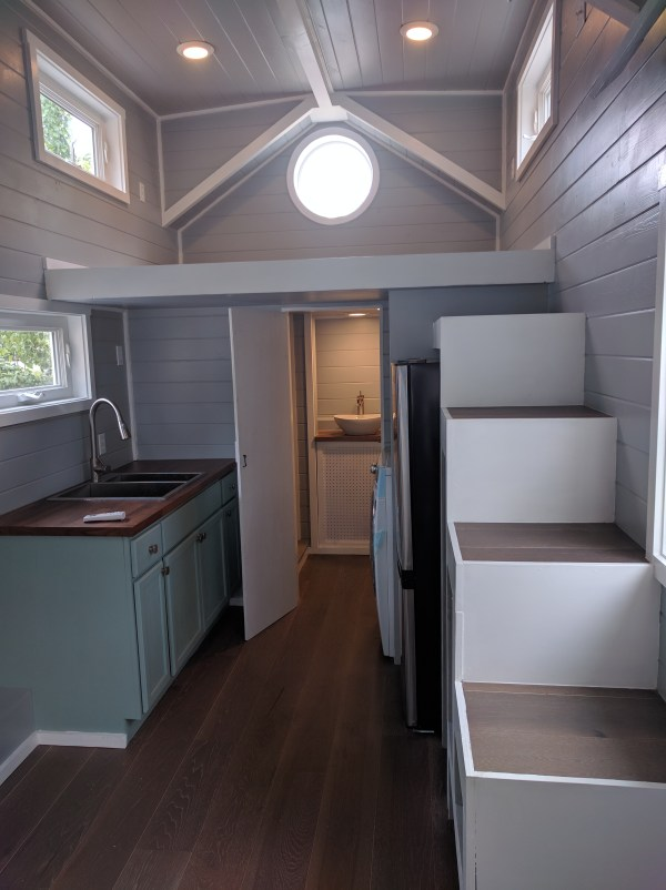 king-tiny-houses-summer-cottage-on-wheels-8