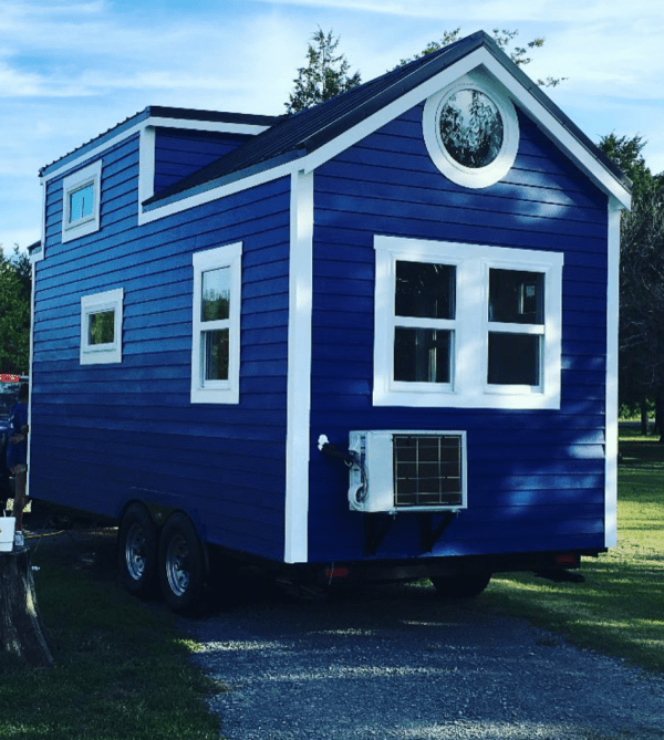 king-tiny-houses-summer-cottage-on-wheels