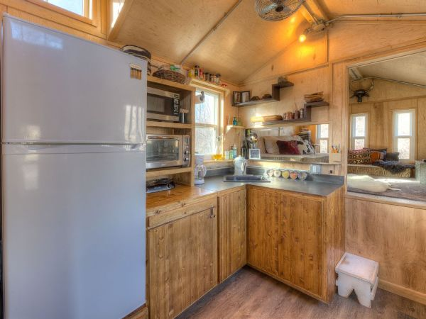Lewis & Clark's Tiny House Vacation Rental 003