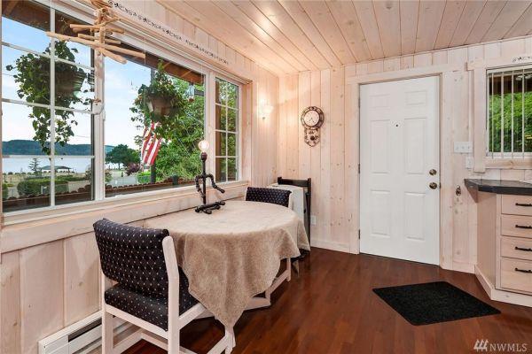 Little Beach Cottage in Belfair, WA