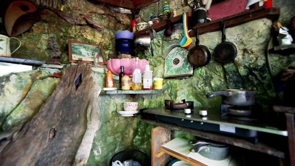 Man Cave Tiny House 007