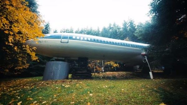 Man Living in a 727 Jet Airplane 03