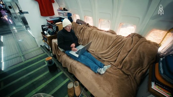 Man Living in a 727 Jet Airplane 06