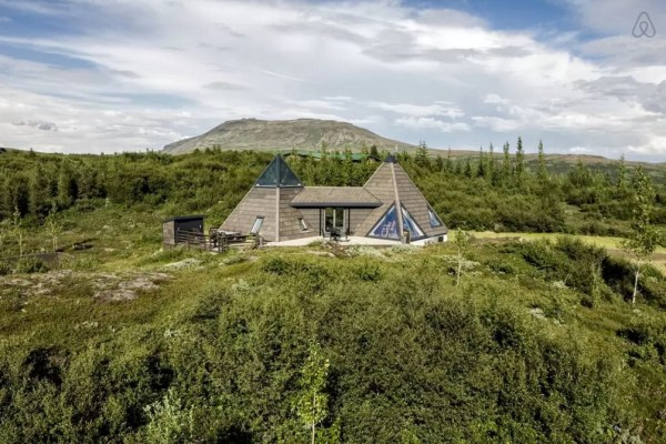 Modern Pyramid Cottage in Iceland 0025