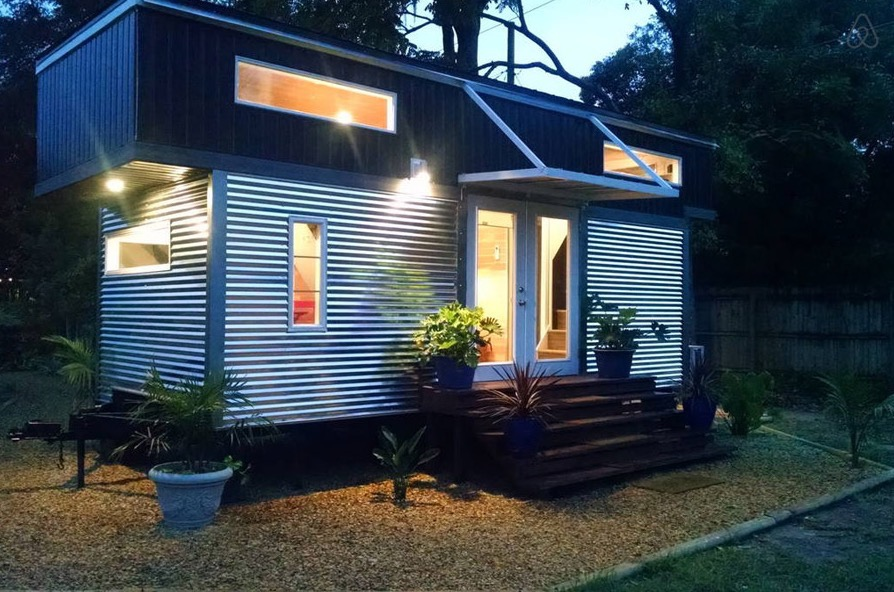 Modern tiny house on wheels in orlando fl for Tiny vacation homes
