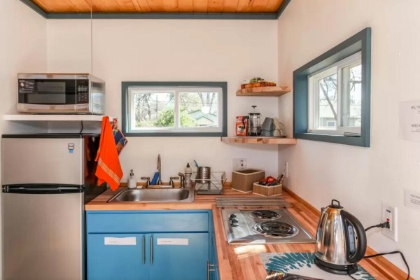 Modern Tiny House in Austin 007