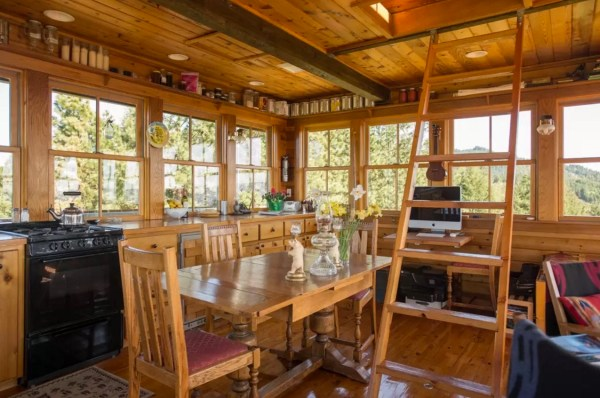 Off-Grid Lookout Tower Cabin in Tiller 007
