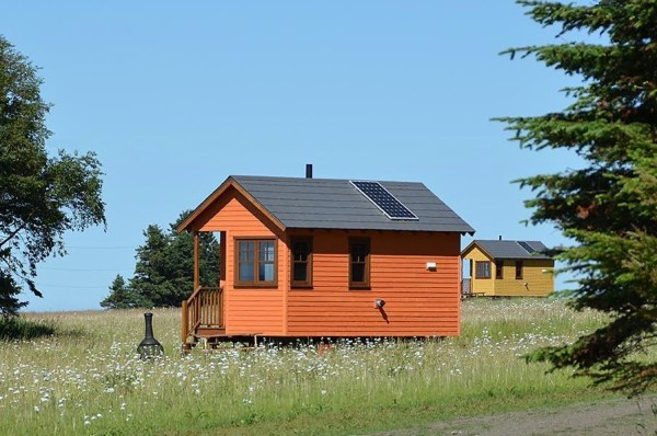 Off-Grid Waterfront Tiny Houses in Canada 003