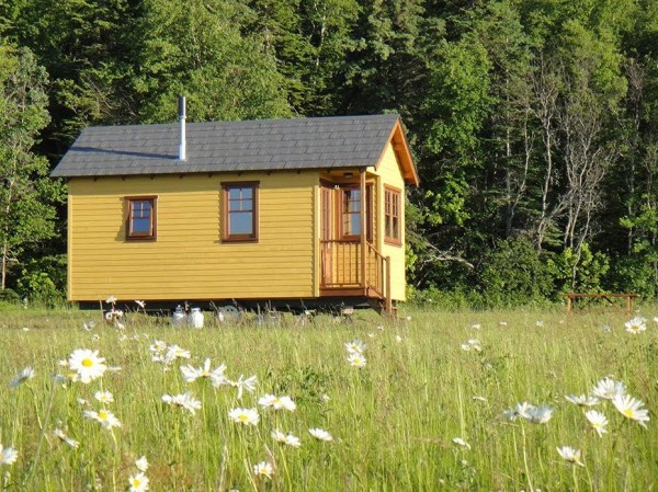 Off-Grid Waterfront Tiny Houses in Canada 005