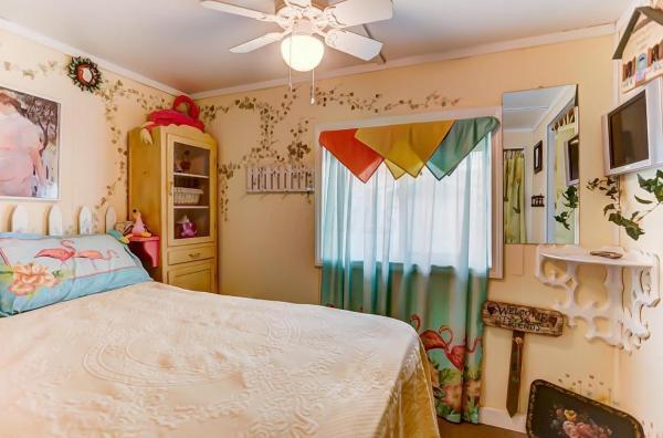 Pink Flamingo Tiny Cottage in Ohio_012