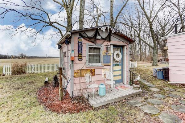 Pink Flamingo Tiny Cottage in Ohio_016