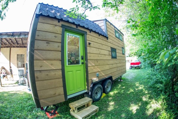Portable Pioneer Tiny House Photo by Aaron Lingenfielter via TinyHouseTalk-com 001
