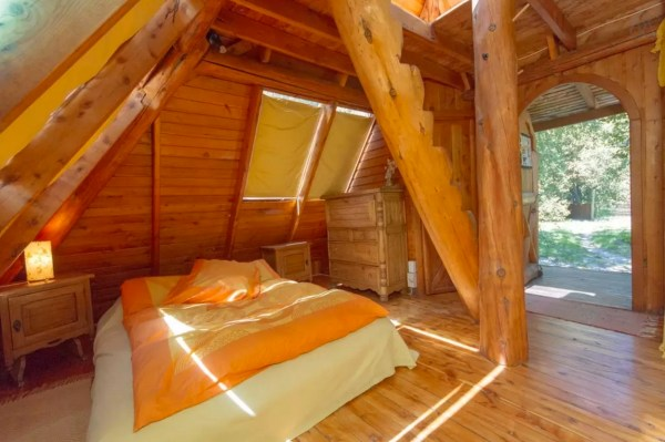 Pyramid Cabin 003