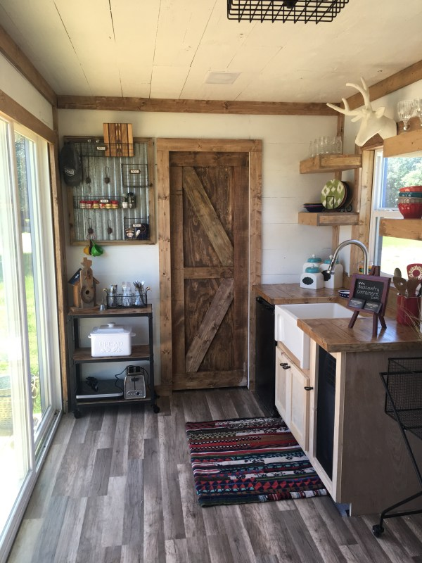 rustic-retreat-shipping-container-tiny-house-005