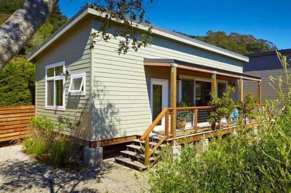 Small Beach Cabin in California 001