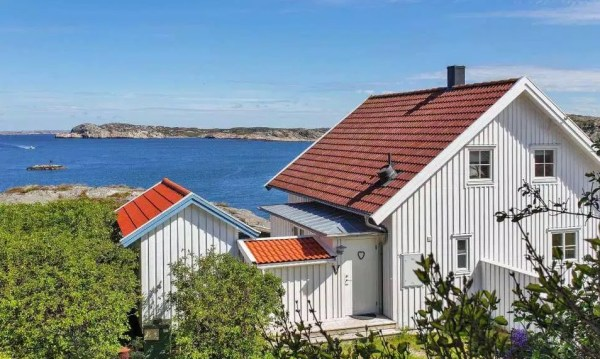 Small Coastal Cottage in Sweden 0017