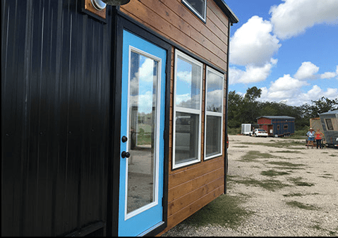 texas-style-house-full-of-windows-002