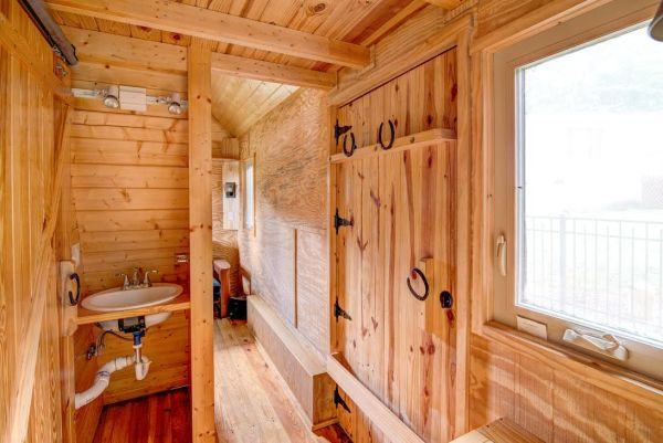the-beeming-bee-tree-tiny-house-in-asheville-for-sale-4