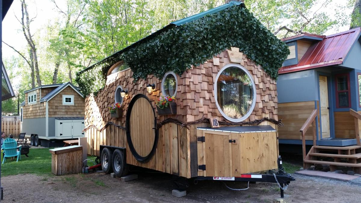 the hobbit house at wee casa tiny house resort co. Black Bedroom Furniture Sets. Home Design Ideas