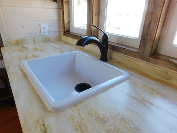 the-rose-tiny-home-008