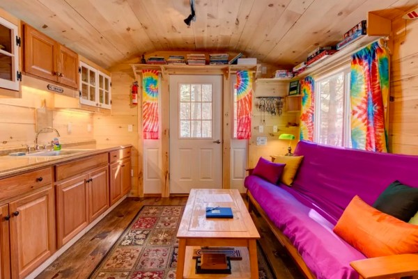The Tiny Apple Blossom Cottage 003