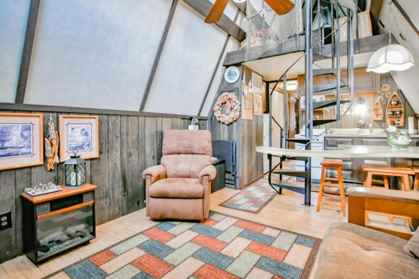 tiny-a-frame-cabin-in-lampe-003