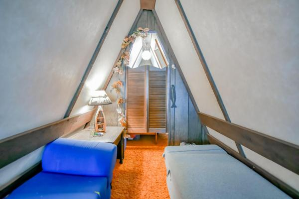 tiny-a-frame-cabin-in-lampe-016