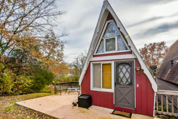 tiny-a-frame-cabin-in-lampe-018
