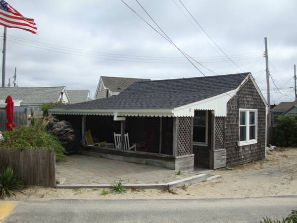 tiny-beach-cottage-in-dennis-port-001