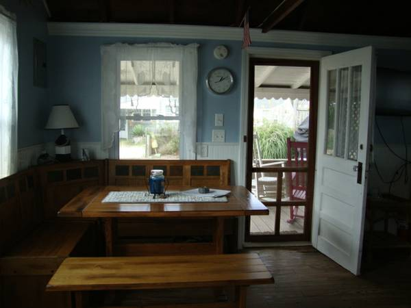 tiny-beach-cottage-in-dennis-port-005