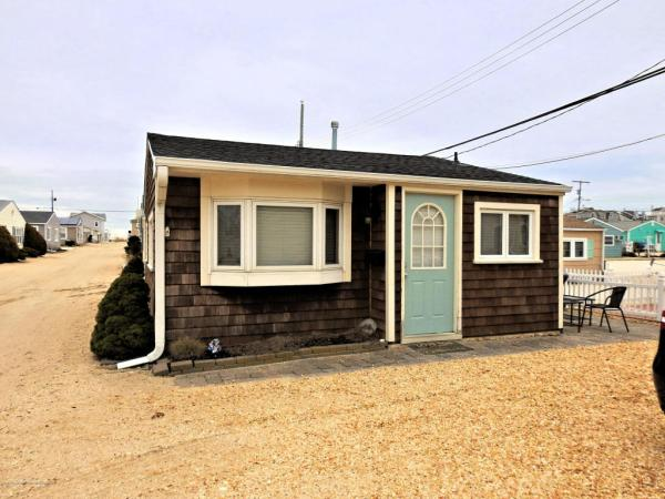 Tiny Beach Cottage in NJ For Sale 001