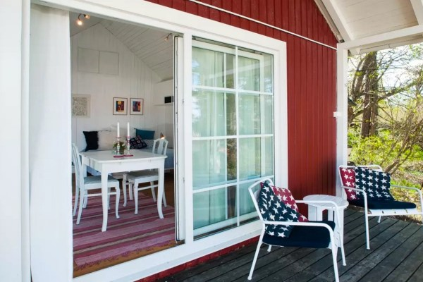 Tiny Bungalow by the Sea in Sweden 0018