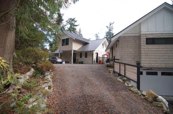 Tiny Coastal Cottage in Canada 0010