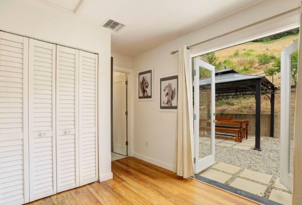 Tiny Cottage in Los Angeles For Sale via TinyHouseTalk-com 006