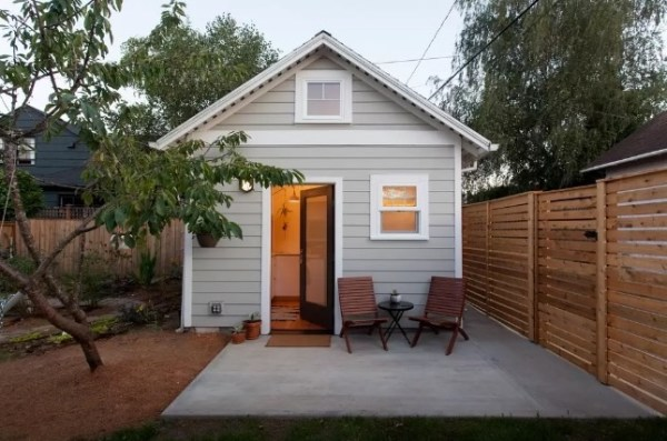 Tiny Cottage in Portland 001