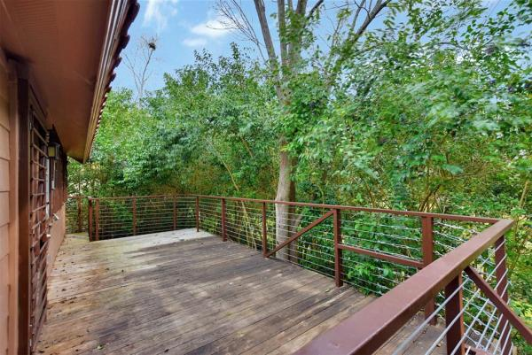 Tiny Cottage on Stilts in Houston Texas For Sale 0017