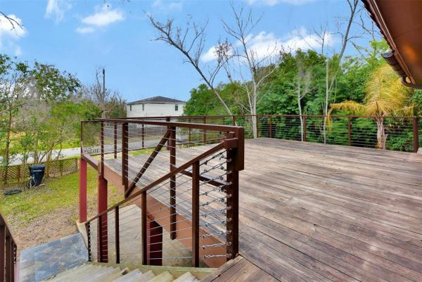 Tiny Cottage on Stilts in Houston Texas For Sale 0020