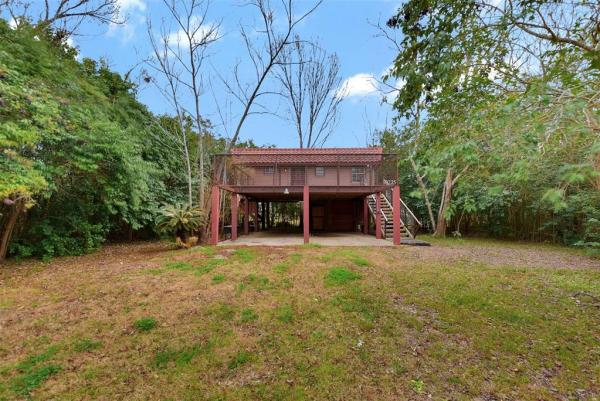 Tiny Cottage on Stilts in Houston Texas For Sale 0025