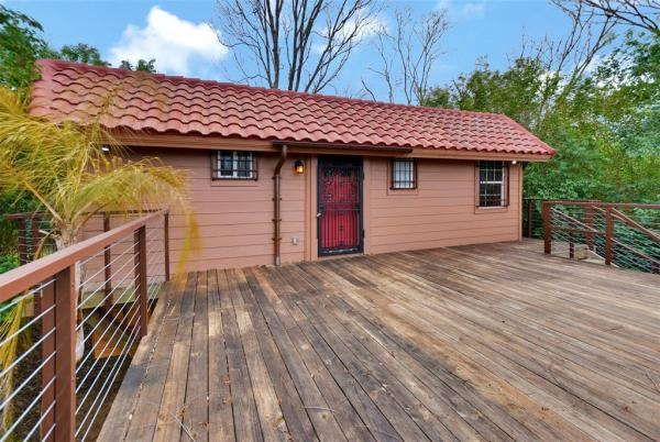 Tiny Cottage on Stilts in Houston Texas For Sale 0027