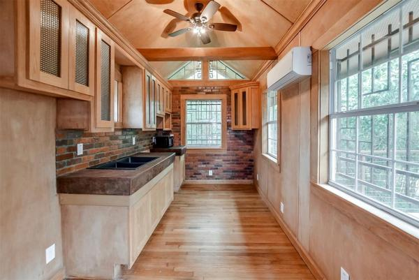 Tiny Cottage on Stilts in Houston Texas For Sale 003