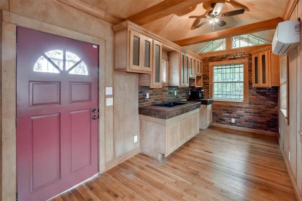 Tiny Cottage on Stilts in Houston Texas For Sale 004