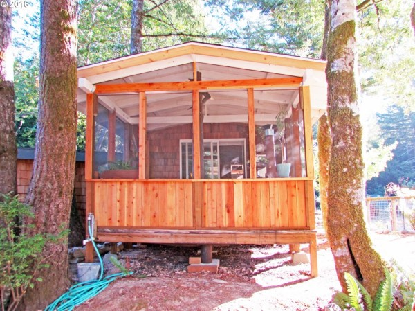 tiny-forest-cabin-in-oregon-006